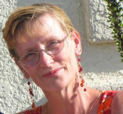 Yvonne Navarro