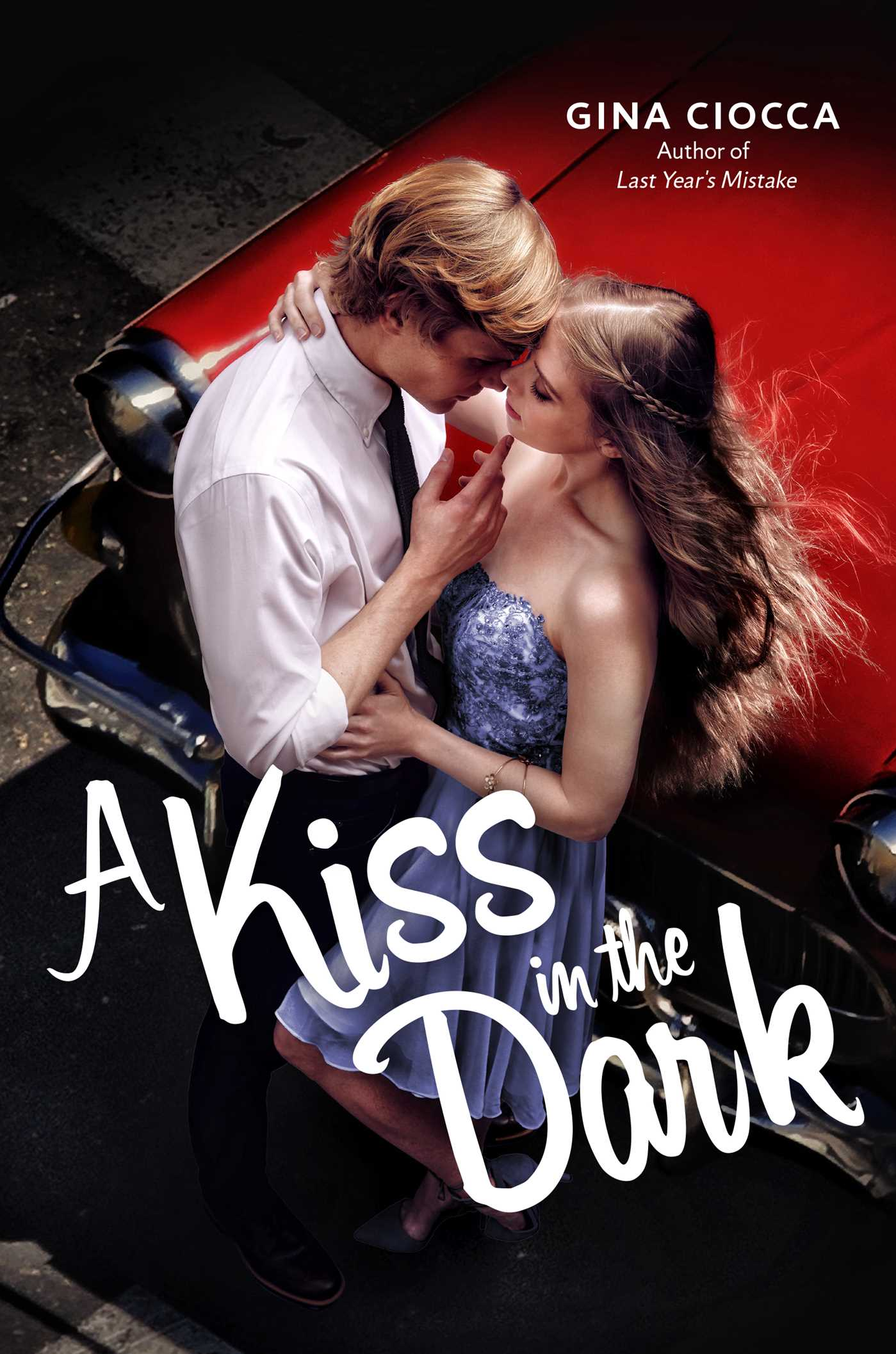 A kiss in the dark 9781481432269 hr